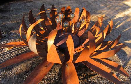 Recycled metal garden art, Tread Sculptures, Bend of Islands, Melbourne